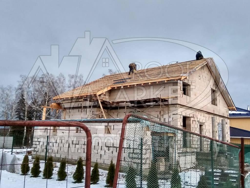 "Укладка модульной металлочерепицы BudMat ""Venecja"""